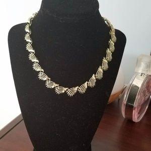 Jewelry - Beautiful gold necklace